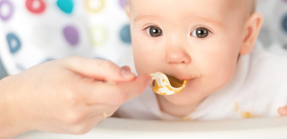 Zavádění příkrmů pro miminka